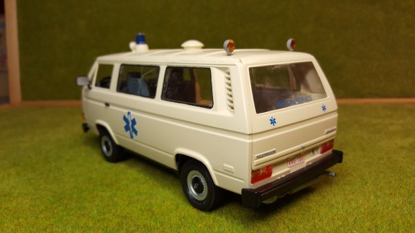 VW T3 ambulance Revell par Patrick suite et fin