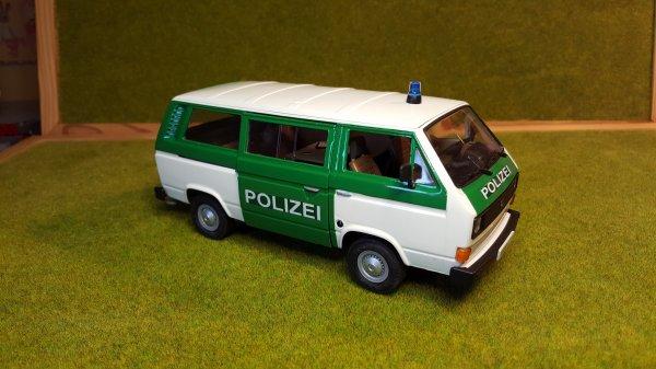 VW t3  polizei Revell par patrick fin