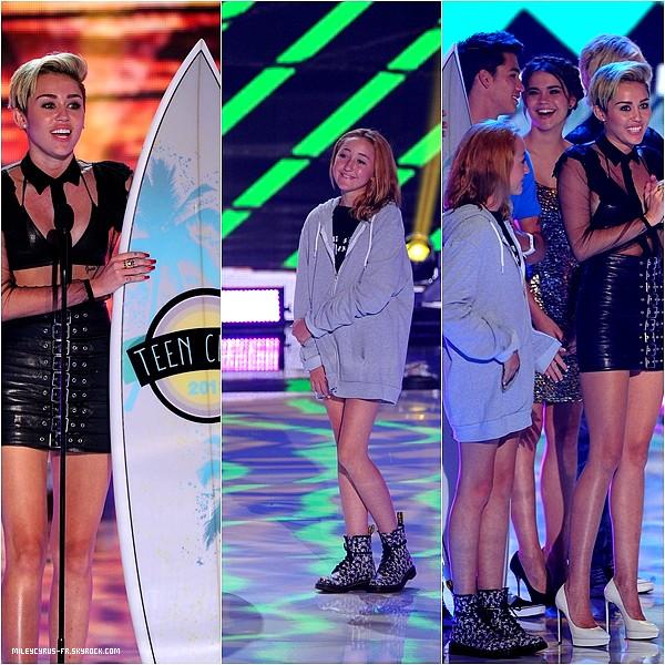 08.08.13 - Miley à la Première du film PARANOIA avec son fiancé Liam. TOP ou FLOP? Donne ton avis !