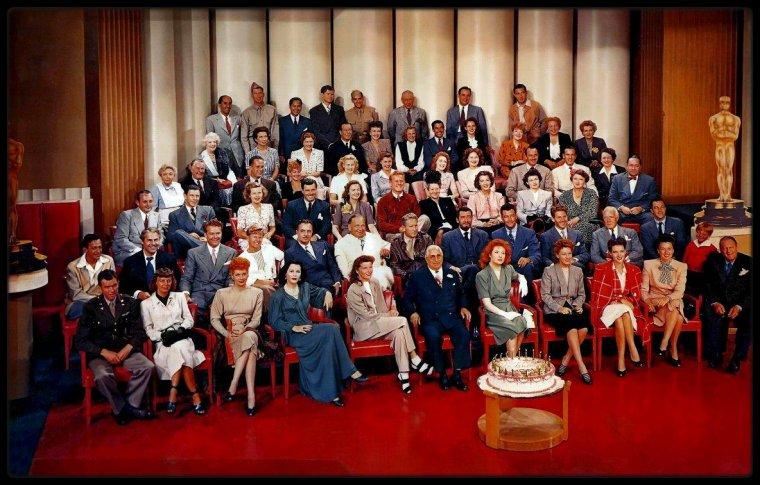 M.G.M. photo de groupe (voir tags, de bas en haut et de g. à dr.) (1943)
