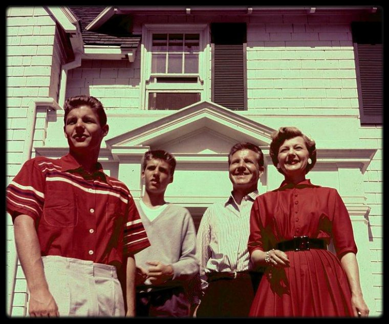 The NELSON'S family (Ozzie, Harriet, Ricky and David NELSON)
