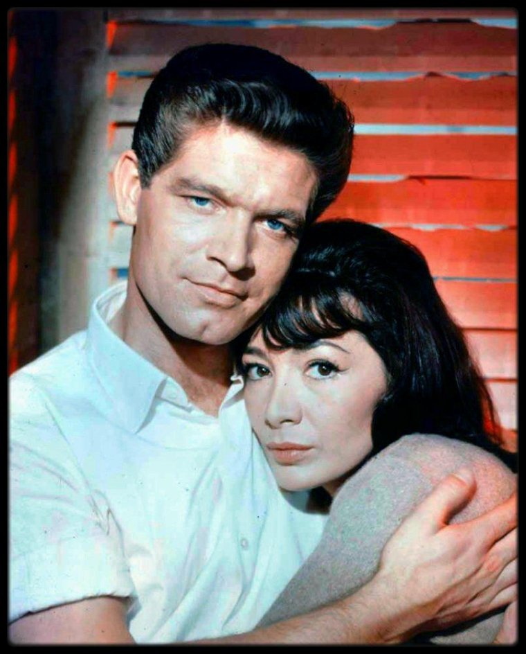 "(1960) Juliette GRECO and Stephen BOYD on the set of ""The big gamble"" produced by Darryl F ZANUCK"