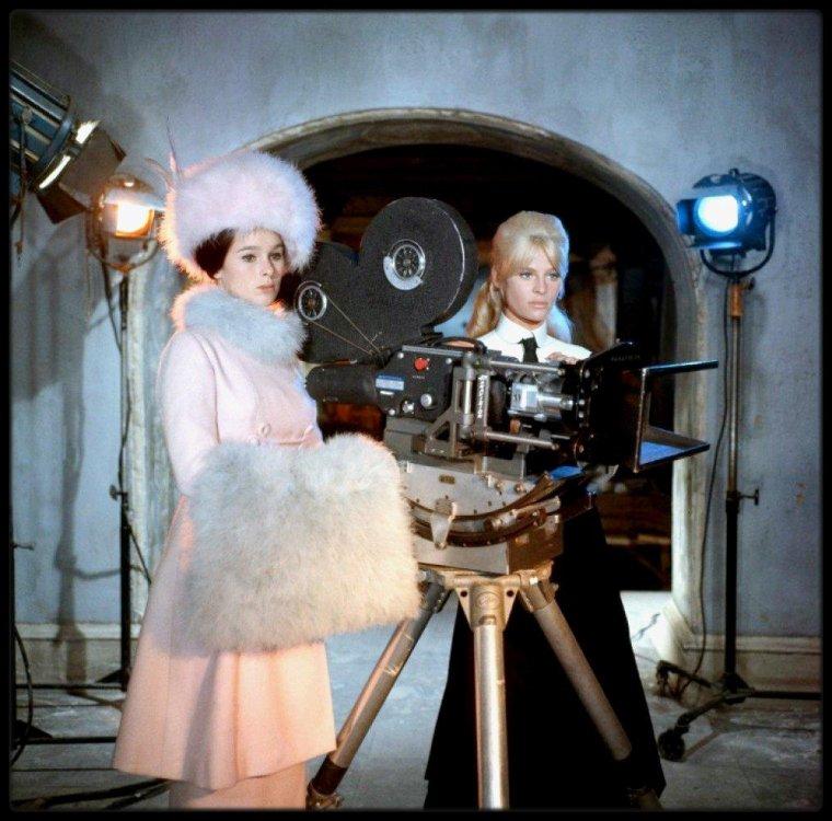 "(1965) Omar SHARIF, Julie CHRISTIE et Geraldine CHAPLIN dans ""Docteur Jivago"""