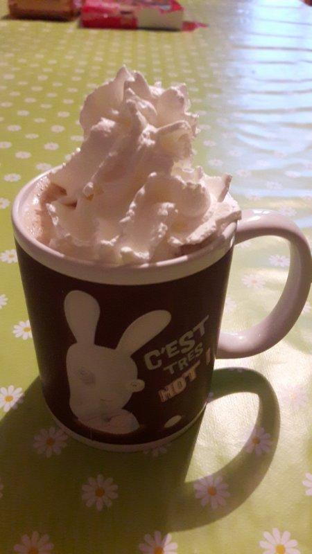 J aime rajouter de la chantilly sur mes cappuccino hihi