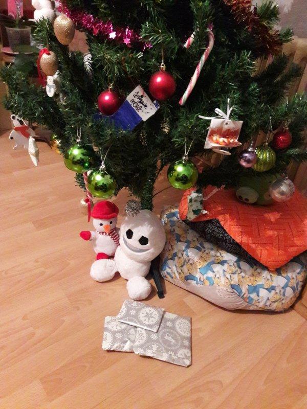 Des cadeaux sont déjà arrivés sous le sapin de la part de mon amie crochet-tricot-broderie. N'hésitez pas à aller voir son joli blog