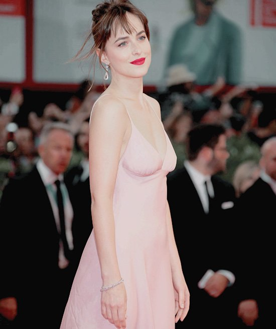 Dakota au festival de Venise . So beautiful :)
