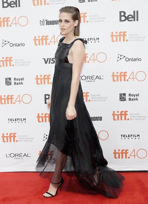 Kristen à l'avant première d' equals au TIFF à toronto . So pretty !