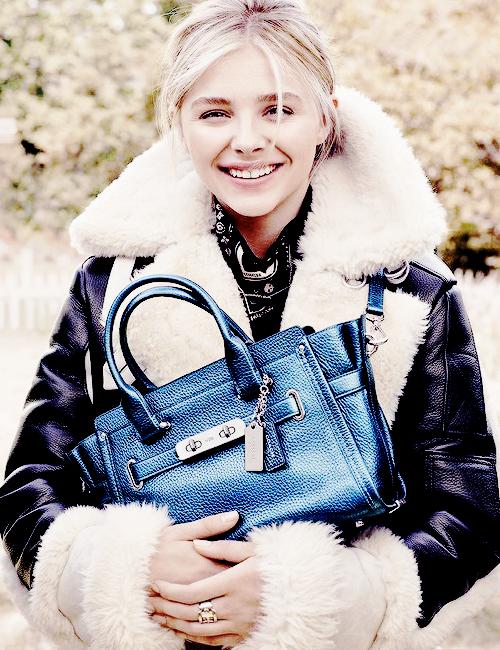 Nina a un événement + 2 superbes photos de KRis + Chloé pour la marque de sac dont elle est égérie ;)