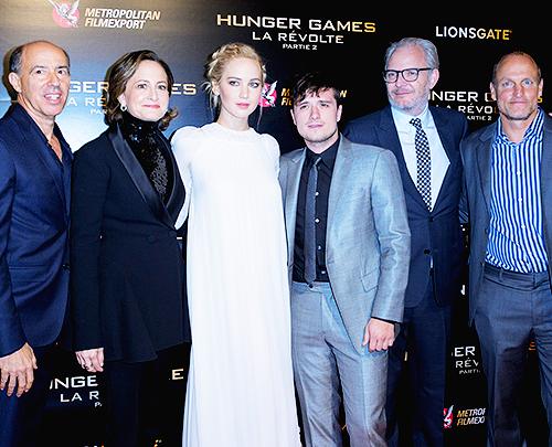 Jennifer a l'avant première parisienne de Hunger games la révolte part 2, sublime :) + Dakota  accompagne par son frère Jesse  à la cérémonie LACMA art & film gala. Trop jolie :)