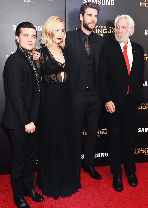 Kristen pour le film coco Chanel de Karl Lagarfeld,  + Jennifer a l'avant première new yorkaise, superbe + POster de HOW TO BE SINGLE avec Dakota.  La bande annonce est sur YouTube :)