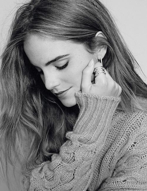 Jennifer pour EW, qu'elle femme ! Un ancien shoot d' Emma datant déjà de plusieurs mois. Elle est magnifique même un peu retouchée.