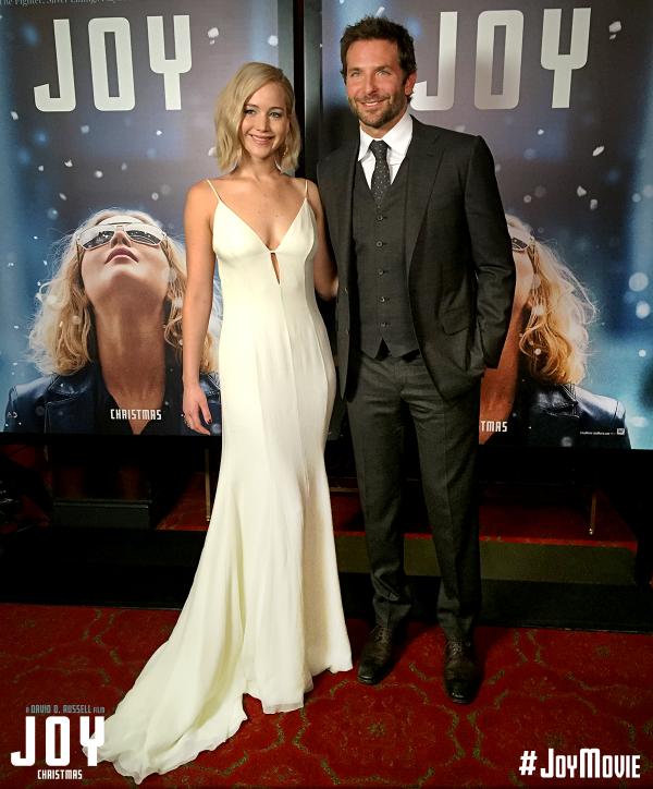 Jennifer a l'avant première new yorkaise de JOY, splendide :) + Chloé et ses ci stars de la 5 eme vague au Z100's Jinglre balls. J'aime bien sa tenue et hâte d film au ciné !!