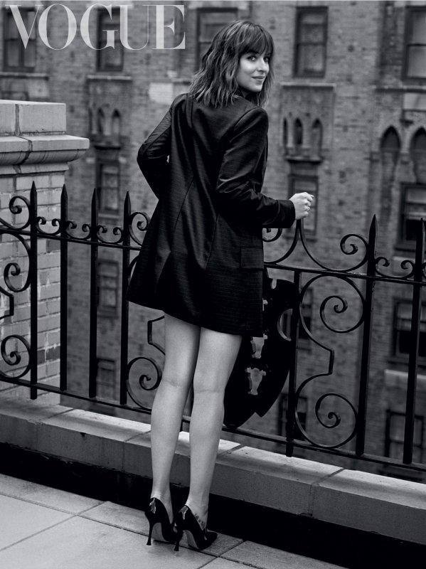 Nouvelle année dit nouveaux articles. Première sortie officiel de Kristen et deux superbes shoot de nos miss DAkota & Chloé.