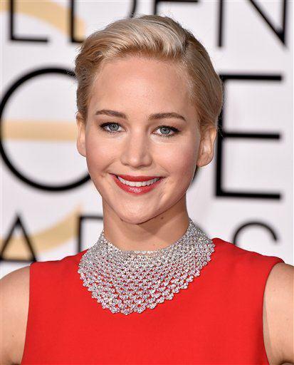 Golden globes : Jennifer remporte le prix de la meilleure actrice dans une comédie. Sublime et blagueuse avec Amy Schumer. + Nina, Ian et sa femme Nikki a l'after. Des tops partout. Info: Paul, Phoebe et Kat etaient aussi la.