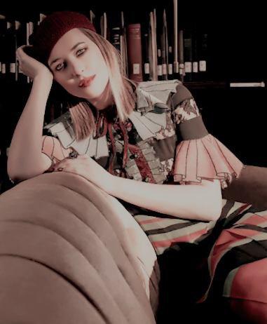 Jennifer pour le magazine Vanity Fair. Dakota a la presse conference de HOw to be single. Juste trop belle. + Elle est aussi en couverture du magazine The Edit. INFO: Kim Basinger rejoint le cast de 50 nuances,