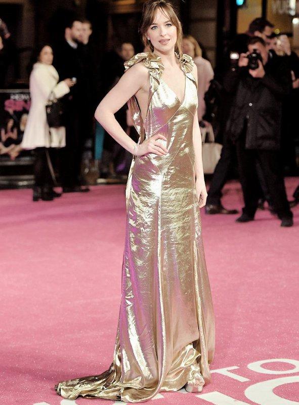 Dakota a l'avant première londonniene de how to be single,elle est radieuse dans sa robe dorée + la miss en couverture du magazine marie claire. Jadore :)