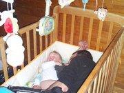 un papa qui aime prendre tout la place dans le lit !!!
