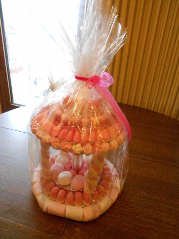 Commande pour une communion, pièce montée, entremet et candy bar (buffet de bonbons).