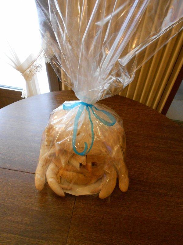 Commande pour une communion, pièce montée, pain surprise (tortue), pièce en bonbons (carrousel ou manège) et entremets.