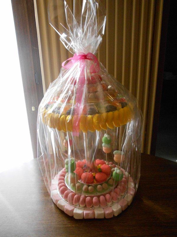 Commande pour une communion, pièce montée, pains surprises, réduction salées, pièce en bonbons (carrousel ou manège) et entremet.