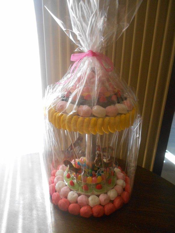 Commande pour un baptême, pièce montée, pièce en bonbons (carrousel ou manège) et arbres a bonbons individuels.
