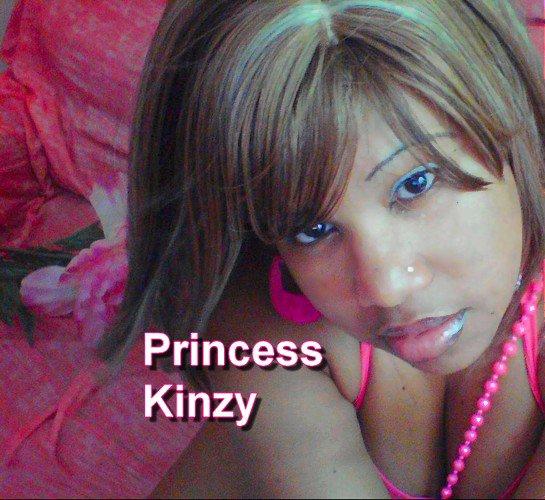 Princess Kinzy dans sa maison Pink