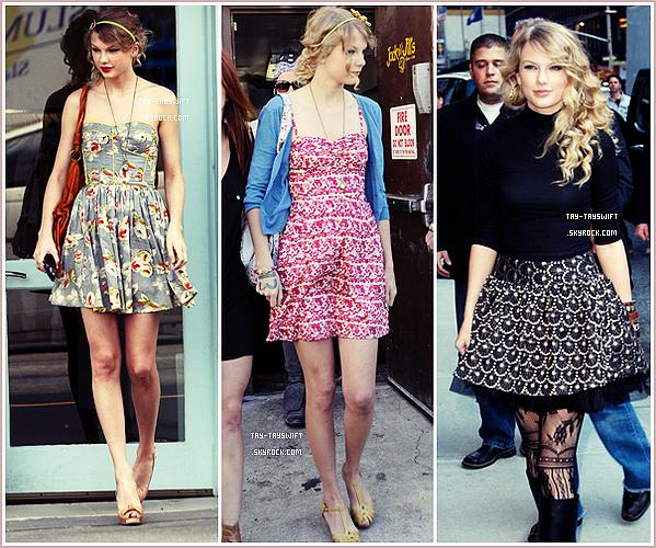 """Taylor Swift et son look """"Made in Nashville""""      Qui de mieux que Taylor Swift pour représenter le style bohème-hippie de la cambrousse d'été, qu'elle accessoirise un maximum afin de pouvoir la porter, peu importe la saison ! Bottes imprimés fleuris, gilets, bandeaux, maxi-colliers ou sandales : pour pouvoir porter ses fringues préférées sans avoir l'air """"boring"""", Notre boucle d'or a tout compris ! _________On aime son style, ou pas ?"""