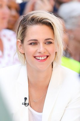 Café Society: Kristen in the morning show Good Morning America