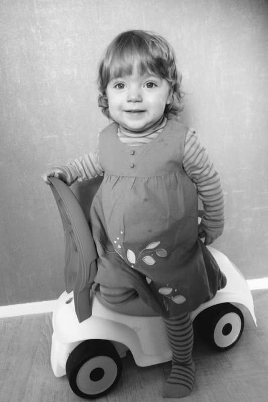 Voila ma petite dernière petite fille elle a 15 mois et sa y est elle marche