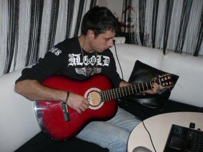 ma geule!!!! en plein essaie de guitar