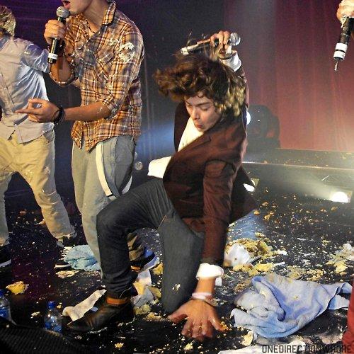 Harry tu nous feras toujours rire !!!!!!!! MDR !!!!!!!!