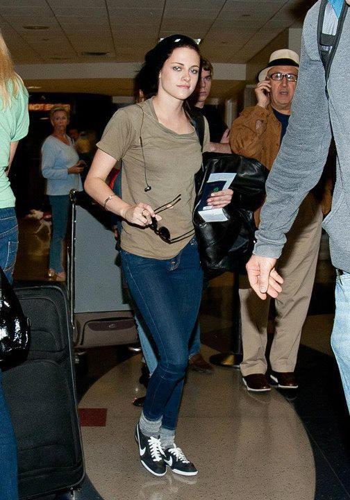 . 26.05.2012 :Retour A Los Angeles Pour Kristen + Nouveaux stills de On The Road et SWATH .