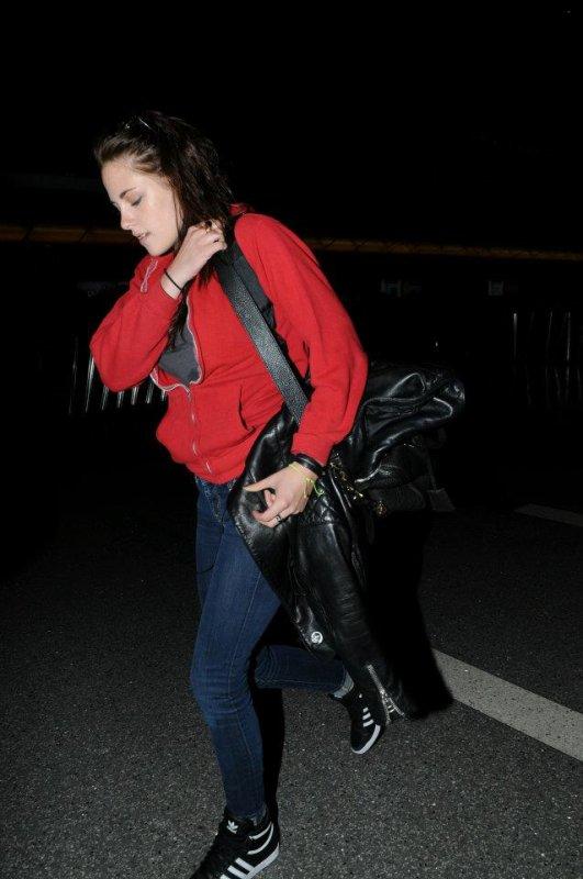 . 16.06.12: Kristen Arrive a Sydney