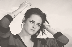 . 01.11.12  Kristen à la Confèrence de presse pour Breaking Dawn Part 2 à Los Angeles + Portrait .