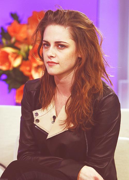 . 07.11.12 Kristen était au Live With Kelly Michael et au Today Show à New York .