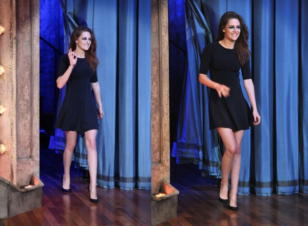. 07.11.12  Kristen était chez Jimmy Fallon Show à New York .