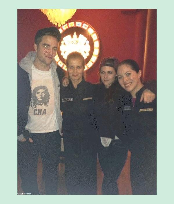 . 31.12.12 Kristen et Robert était a un restaurent Mexicain a Londres des fan les on vus.