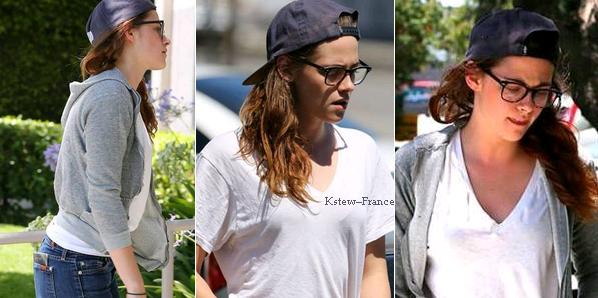 . 08.07.13 Kristen allant a un studio.