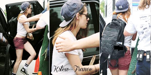 . 20.07.13 Kristen allant sur le tournage de Camp X-Ray .