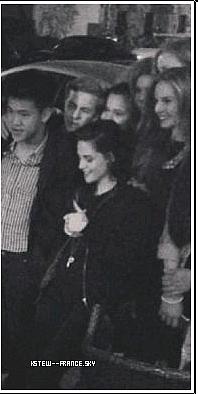 . 04,05 et 06.09.13 Kris était sur le tournage de Sils Maria + Photo avec des fans.