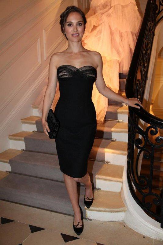Natalie Portman, honorée par Dior lors d'une soirée dans ses salons. Paris, le 3 avril 2012.