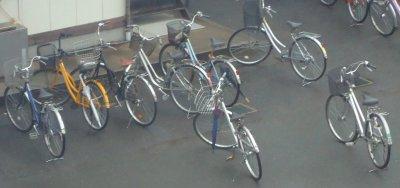 Tenri à bicyclette .