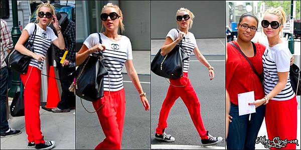 19 Juillet 2012 : Miley et Liam se promenent dans les rues de Philadelphie.