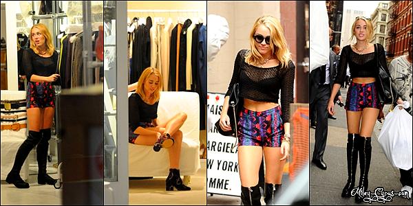 23 Juillet 2012 : Miley se promène et fait du shopping dans les rues de New York.