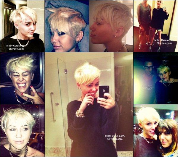12.08.2012 : Miley a changé de coupe de cheveux ! Elle a les cheveux très court enfin une coupe à la garçonne et blonde platine. J'aime moyen sa coiffure mais il faut s'y habituer ! Mais elle le fait de bon coeur pour soutenir ceux qui sont atteint du Cancers ! ❤❤ Vos avis ?