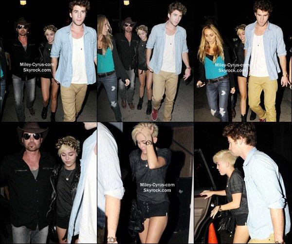 30.08.2012 : Miley est sortie en compagnie de son ami Vijah dans Los Angeles.