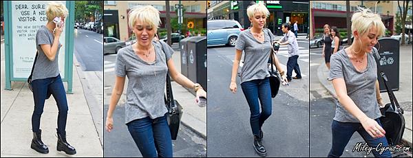 23.08.2012 : Miley est allée faire du shopping dans les rues de New York avec des amis dont son meilleur ami Cheyne Thomas