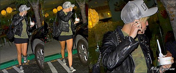 19.09.2012 : Miley quittant le Pinkberry Frozen Yogurt dans Studio City.
