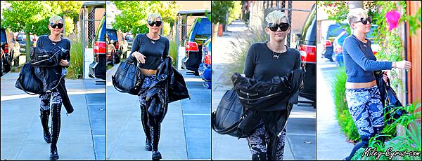 26.10.2012 : Miley se dirigeait vers un studio d'enregistrement à Burbank.