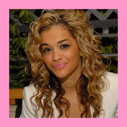 Rita Ora parle de Rihanna & Beyoncé